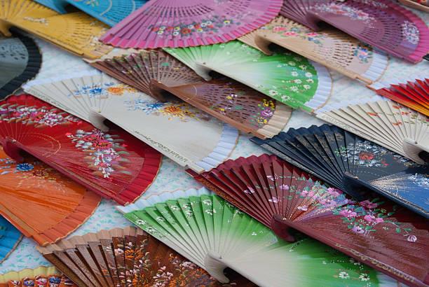 abanicos multicolore - ambulante foto e immagini stock