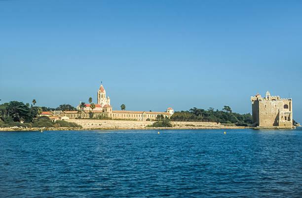 Abbey und die Festung auf der Île Saint-Honorat – Foto