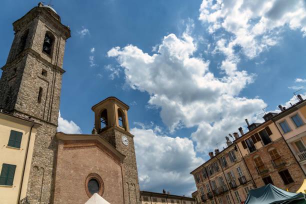 abbey of san colombano at bobbio - bobbio foto e immagini stock