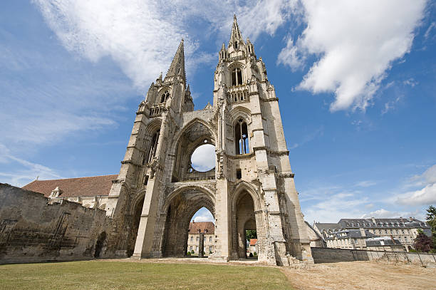 Abbey of St-Jean-des Vignes in Soissons (Picardy, France) Abbey of St-Jean-des-Vignes in Soissons (Aisne, Picardie, France) , ruins aisne stock pictures, royalty-free photos & images