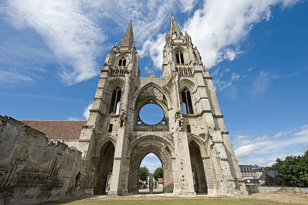 Abbey of St-Jean-des Vignes in Soissons Abbey of St-Jean-des-Vignes in Soissons (Aisne, Picardie, France) , ruins aisne stock pictures, royalty-free photos & images