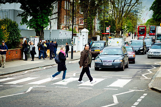 abbey road studios crossing - beatles band stock-fotos und bilder