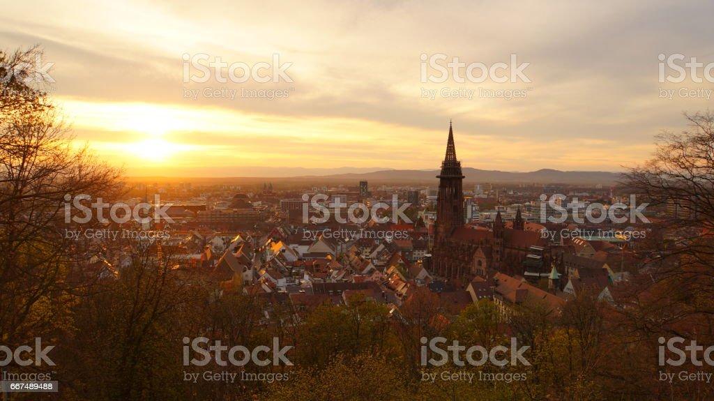 Abendstimmung über Freiburg im Breisgau vom Kanonenplatz stock photo