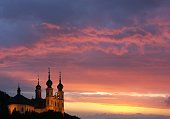 Das Würzburger Käppele vor dramatischem Abendhimmel
