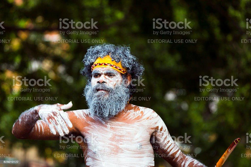 Aboriginal male dancing, street performer, Sydney Australia – Foto