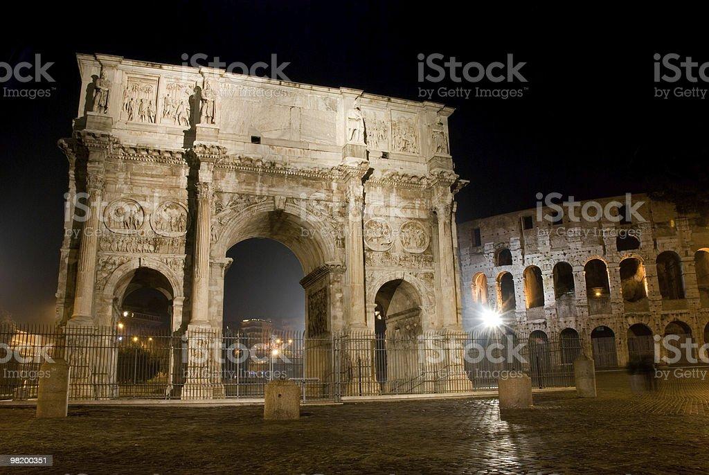 약 로마-아름다운 콩스탕틴 궁형, 콜리시엄 Amphiteater Colosseum, 이탈리아 royalty-free 스톡 사진