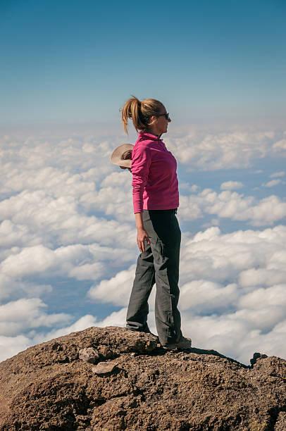 Acima das nuvens Kilimanjaro - foto de acervo