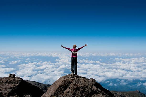 Acima das nuvens no Kilimanjaro - foto de acervo