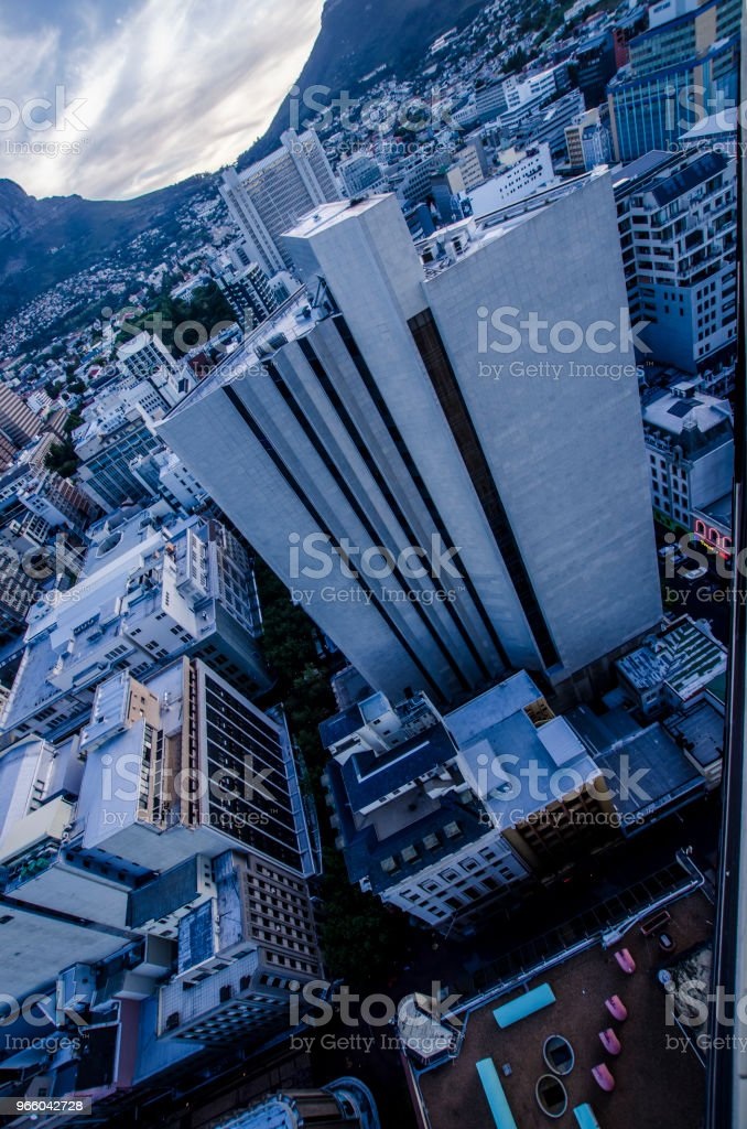 Ovan molnen - Royaltyfri Arkitektur Bildbanksbilder