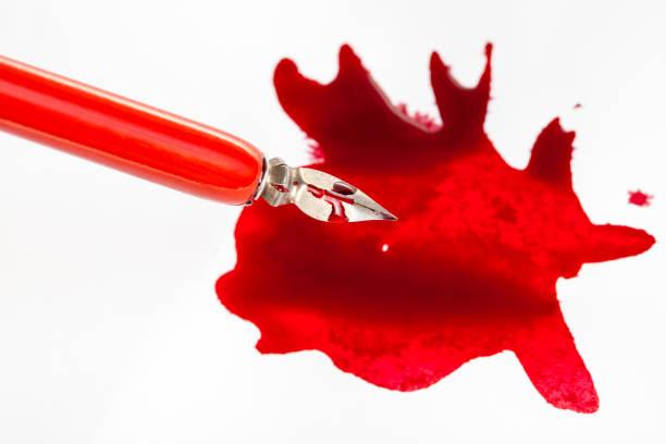 über der ansicht der feder in rotem dip-stift über rotem farbknopf - dip gefärbt stock-fotos und bilder