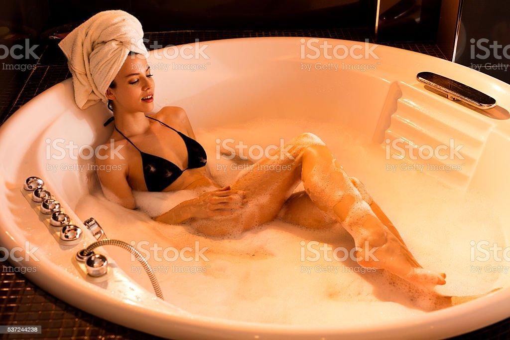nude-woman-in-bubble-bath-cocktail-attire-for-men