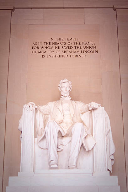 Abraham Lincoln Memorial Washington DC - Lincoln Memorial facing the Washington Memorial. civil war memorial minnesota stock pictures, royalty-free photos & images
