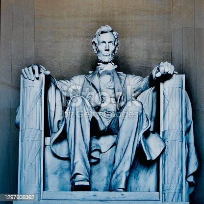 istock Abraham Lincoln - Washington DC Memorial 1297606362