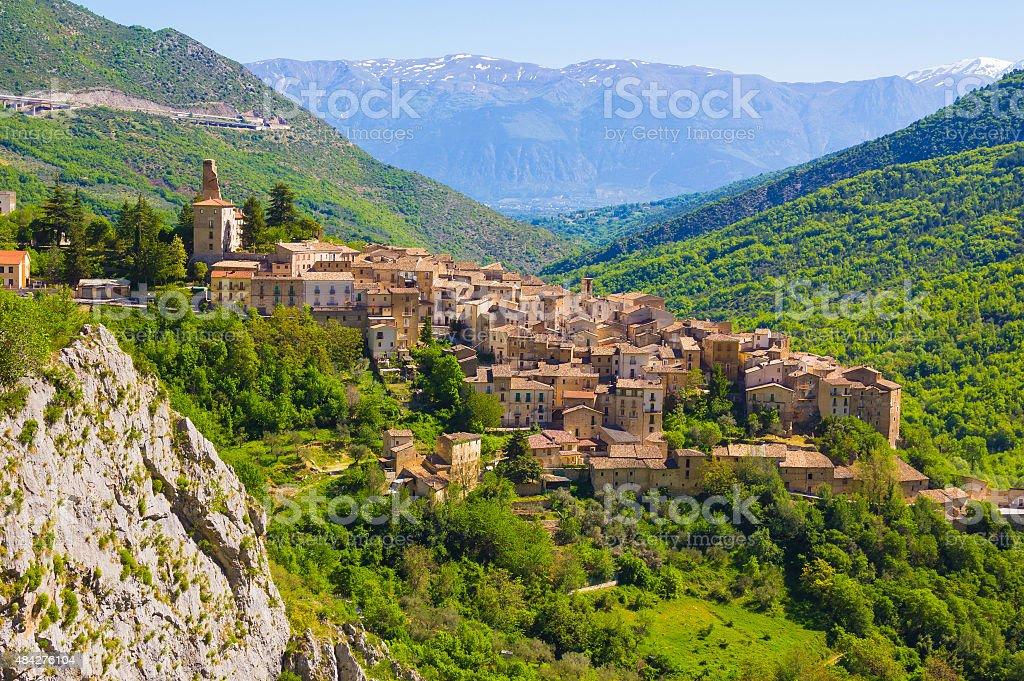 Abruzja tradycyjnych średniowieczny wsi, Włochy – zdjęcie