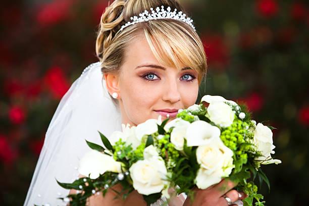 absolut perfekte hochzeit porträt - hochzeits make up blaue augen stock-fotos und bilder