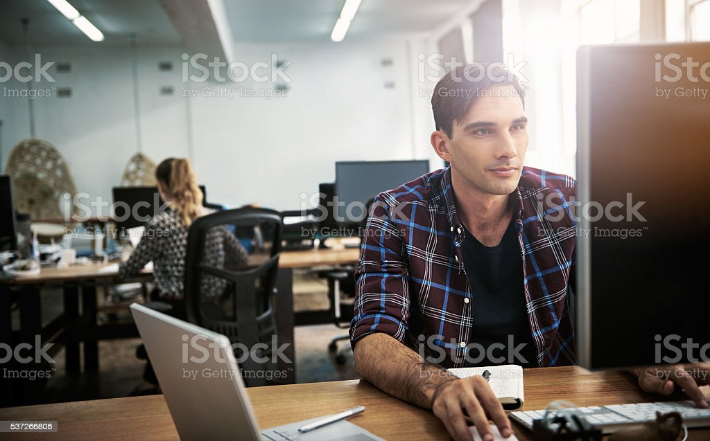 Er in seiner Arbeit Aufgaben – Foto