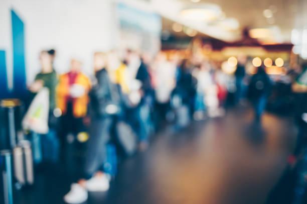 Abstrack は、人々 は空港でチェックインをぼかし。 ストックフォト