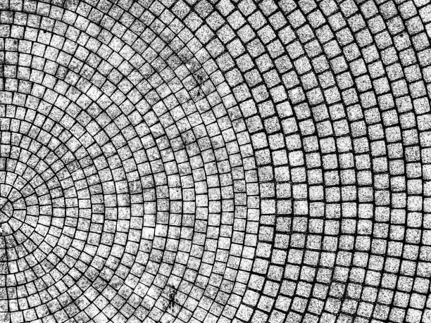 abstrakte luftaufnahme eines gepflasterten kreisverkehrs - naturstein terrasse stock-fotos und bilder
