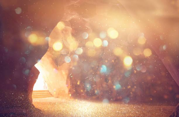 abstracte en surrealistische foto van grot met licht. openbaring en open de deur, heilige bijbel verhaal concept - graftombe stockfoto's en -beelden