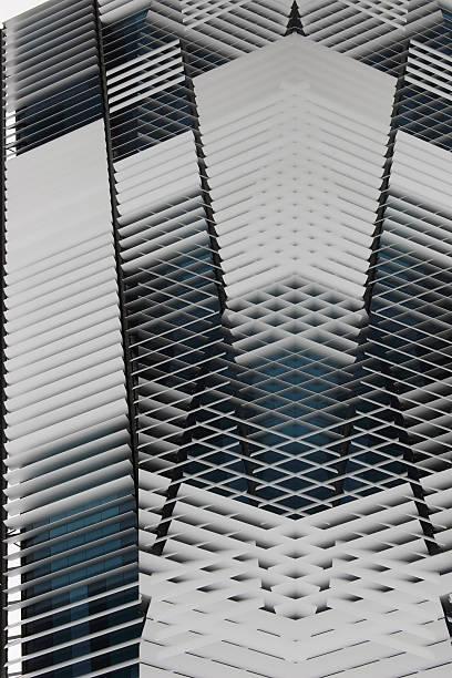 abstrakt architektur-zusammensetzung stil fassade oder decke des futuristischen gebäude - dachschräge einrichten stock-fotos und bilder