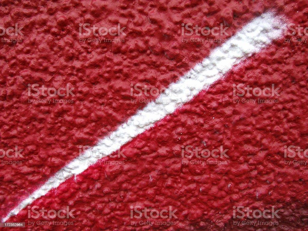Abstract flecha hacia abajo sobre rojo foto de stock libre de derechos
