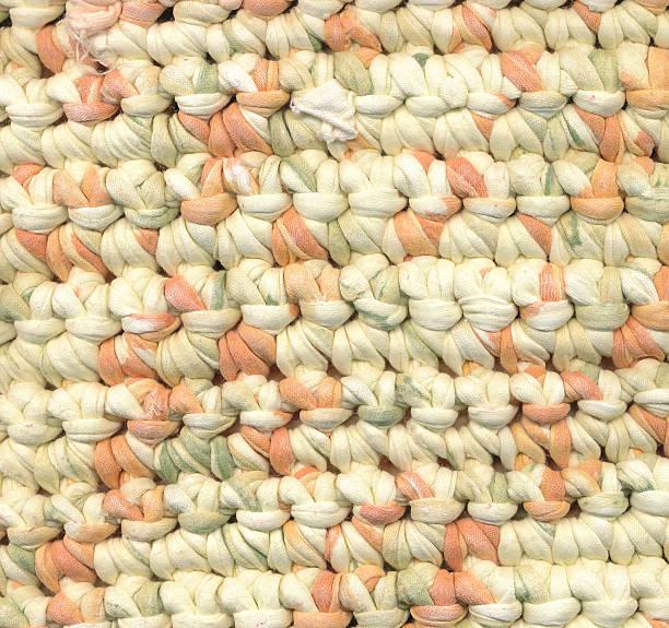 abstrakt hintergrund-nahaufnahme von häkelei lappen teppich - hausgemachte teppichreiniger stock-fotos und bilder