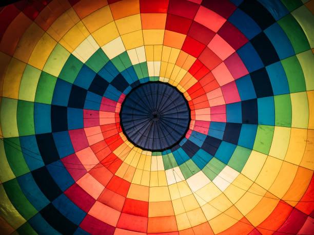abstrait, à l'intérieur de la montgolfière colorée - montgolfière photos et images de collection