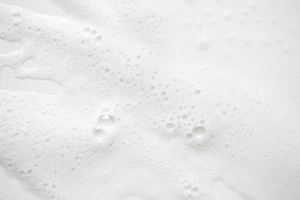 abstract background white soapy foam texture. shampoo foam with bubbles - sapone foto e immagini stock