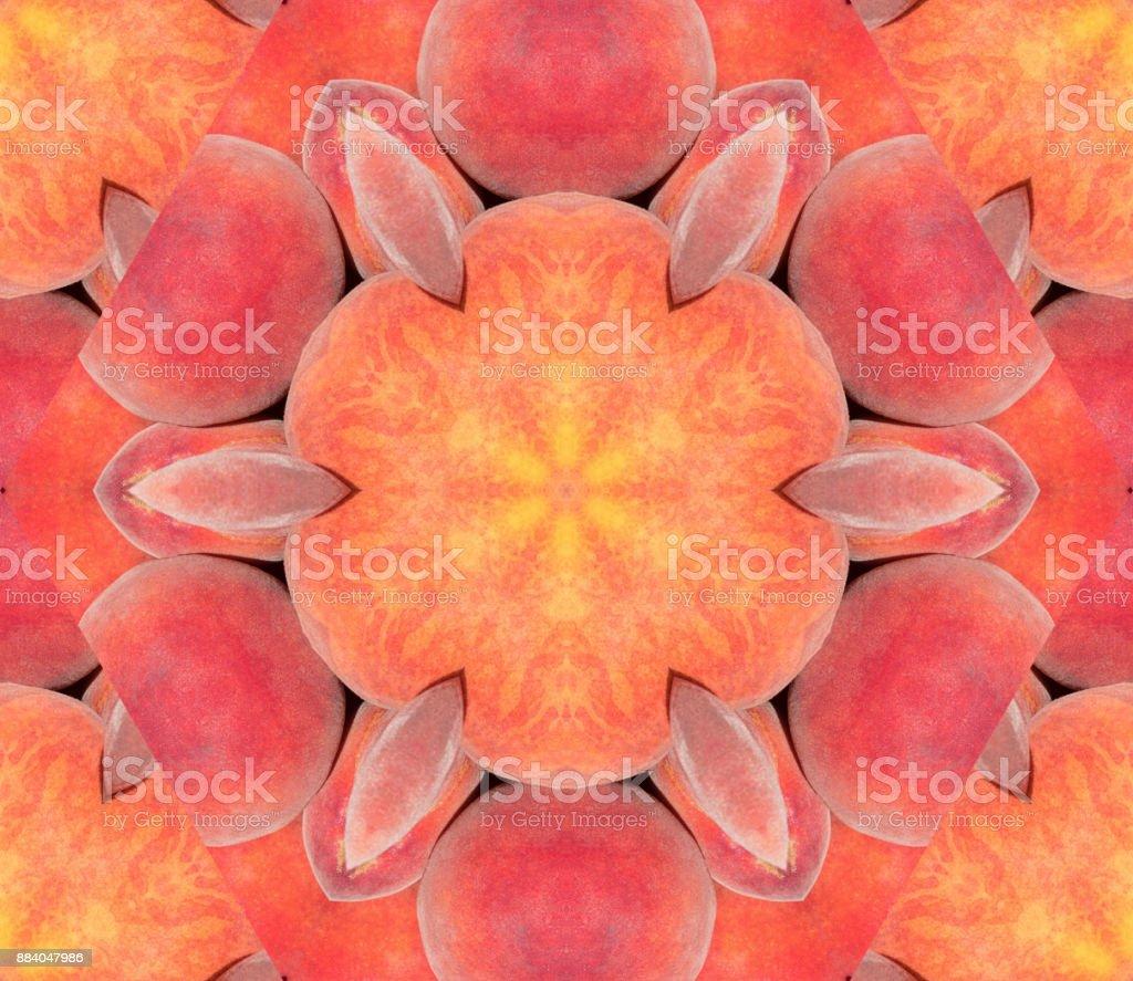 Fondo abstracto con diseño geométrico caleidoscópica de pila de melocotones maduros en el mercado - foto de stock