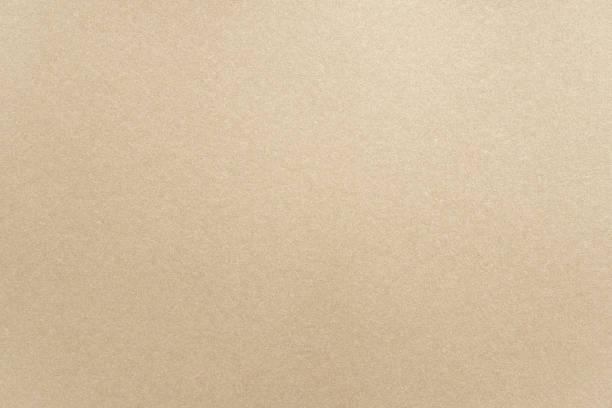 Abstrakt beige glänzende Papiertextur Hintergrund oder Hintergrund. Leere hellbraune Pappe oder glänzende Pappe für dekoratives Gestaltungselement. Einfache, körnige Oberfläche für die Präsentation der Zeitschriftenvorlagen – Foto