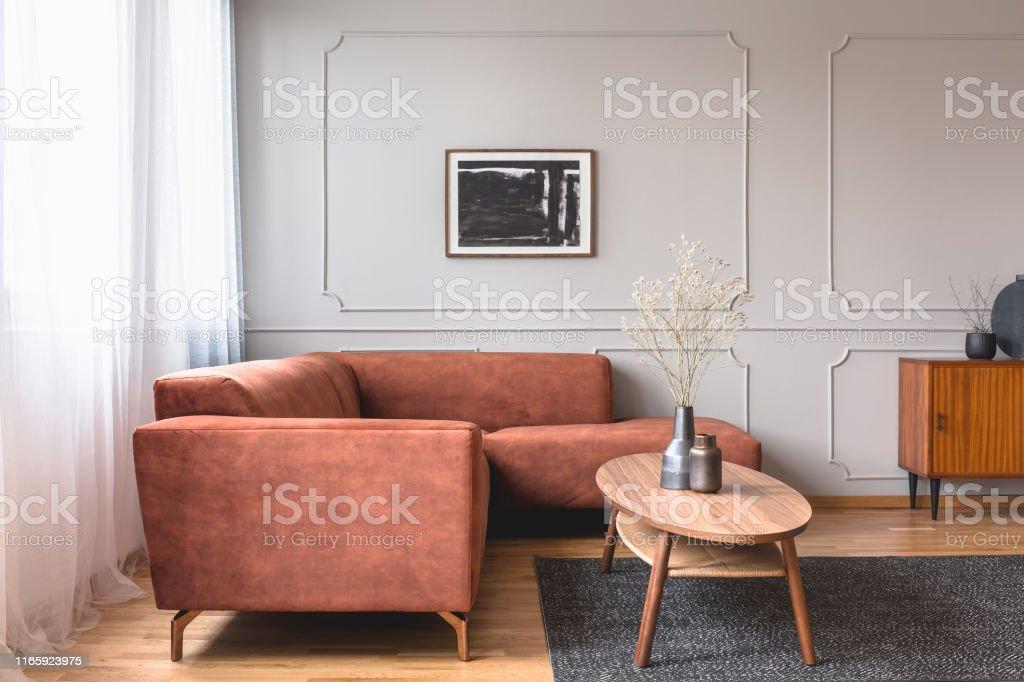 Abstrakte Schwarzweiße Malerei Auf Grau Leere Wand Des ...
