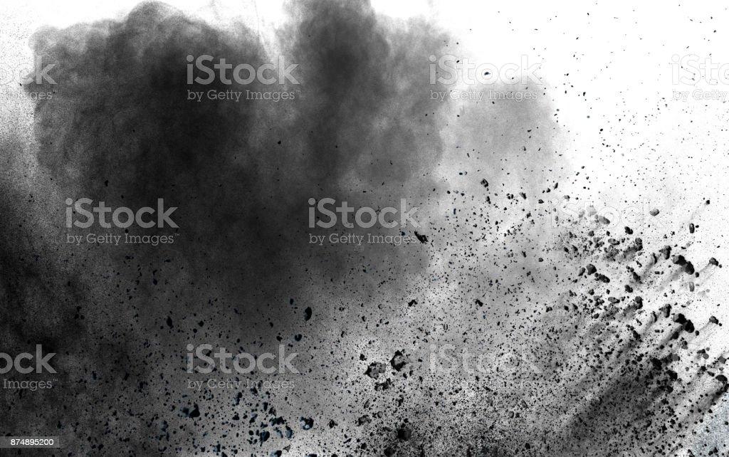 explosión de polvo negro abstracto sobre fondo blanco. - foto de stock