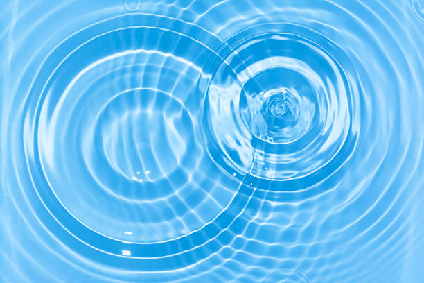 抽象的なブルーのウォーターサークルドロップリップルます。液体質感の背景。 ストックフォト