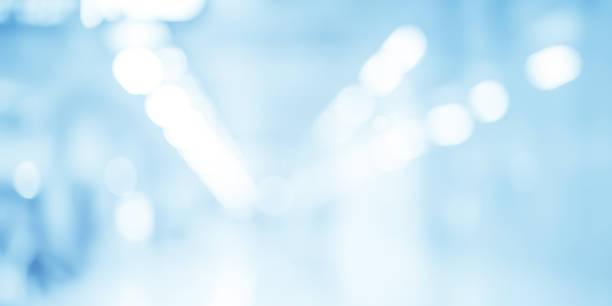 abstract zu verwischen zeitgenössischen interieur blauer hintergrund bürokonzept - op leuchte stock-fotos und bilder