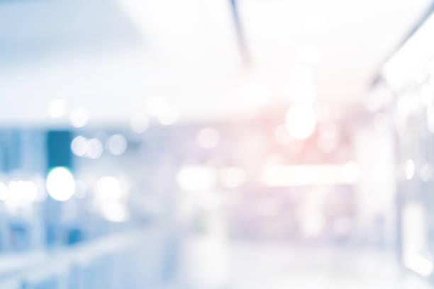 抽象的なぼかし現代的なオフィス インテリアの青い背景の概念 - 科学実験室 ストックフォトと画像