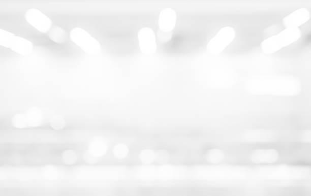 resumen de desenfoque exposición del fondo de color blanco plata con bokeh luz para el concepto de elemento de diseño - abstract background fotografías e imágenes de stock