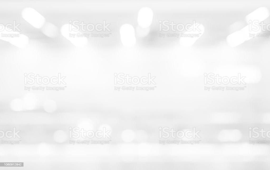 Resumen de desenfoque exposición del fondo de color blanco plata con bokeh luz para el concepto de elemento de diseño - foto de stock
