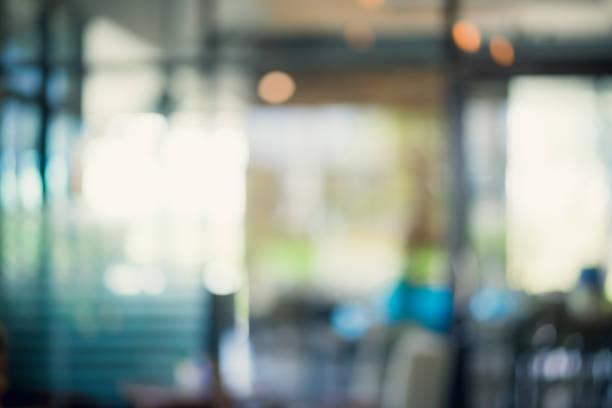 개요 부분 인테리어 커피숍 또는 카페 배경. - 빗나간 포커스 뉴스 사진 이미지