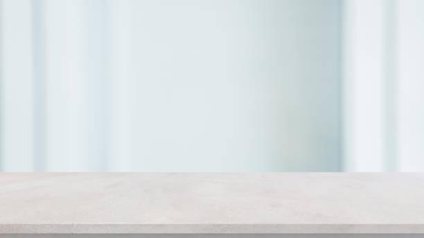 abstrakt oskärpa interiör kontor arbetsplats vit bakgrund med konkreta bord för show, främja produkt och innehåll på displayen koncept - bord bildbanksfoton och bilder