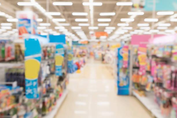 abstrakta oskärpa stormarknad rabatt butik mittgång och produkt hyllor interiör oskarp bakgrund - dagligvaruhandel, hylla, bakgrund, blurred bildbanksfoton och bilder