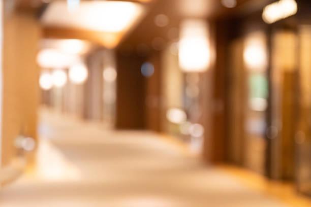 abstract blurred hintergrund der lobby - fokus auf den vordergrund stock-fotos und bilder
