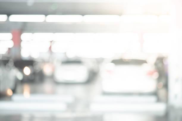 Abstrakte verschwommene Autos parken auf Parkplatz des Einkaufszentrums. Verleumter Hintergrund oder Hintergrund für Industrie-und Transportkonzepte – Foto