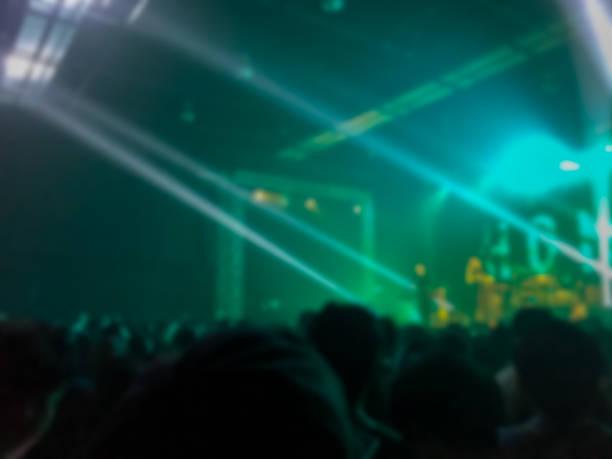 abstrakt suddig. konsert i liten klubb. - happy indie pop bildbanksfoton och bilder