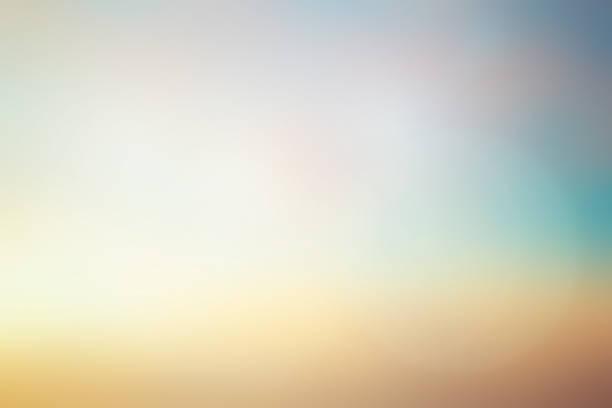 abstrakcyjne niewyraźne wczesne światło słoneczne tła turkusowego i złotego koloru nieba z rozbłyskiem obiektywu dla elementu projektu jako baner, prezentacja - beżowy zdjęcia i obrazy z banku zdjęć