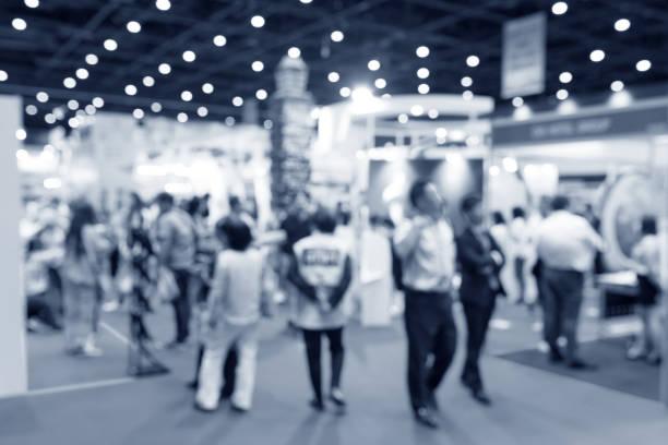 人背景、ビジネス大会ショーのコンセプトを持つ抽象ぼやけイベント展覧会 - 展示会 ストックフォトと画像