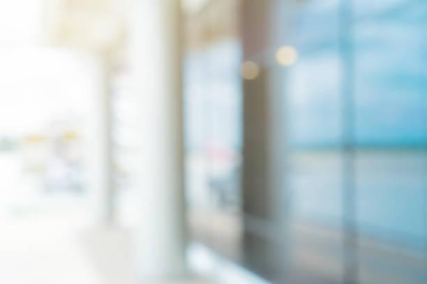 デザインのための朝の光効果を持つ会社のホールの背景の入り口の近代的なガラスの装飾の前にぼやけた抽象的な - オフィス ストックフォトと画像