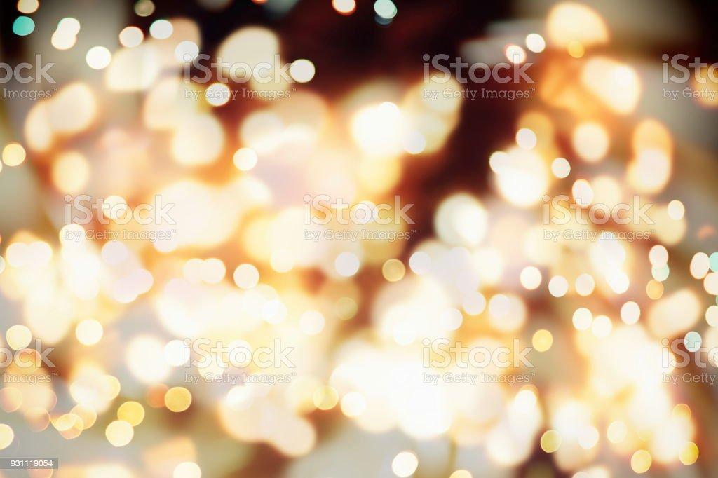 mavi ve gümüş pırıltılı Parlatıcı ampuller ışık arka plan: Noel duvar kağıdı dekorasyon concept.xmas tatil festival zemin: ışıltı daire bulanıklık soyut kutlamaları ekran yaktı. - Royalty-free Aydınlatılmış Stok görsel