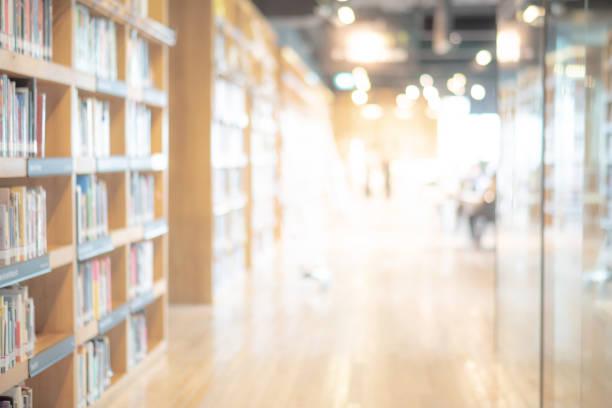fondo interior de la biblioteca pública borrosa abstracta - biblioteca fotografías e imágenes de stock
