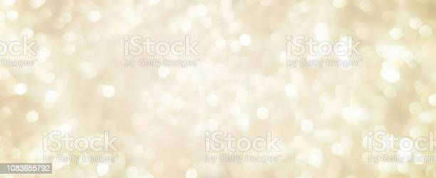 Abstract Blurred Soft Bright Cream Color Panoramic Background With Glowing Light And Bokeh Light Effect For Merry Christmas And Happy New Year 2019 Festival Design And Element Concept — стоковые фотографии и другие картинки Ёлочная гирлянда