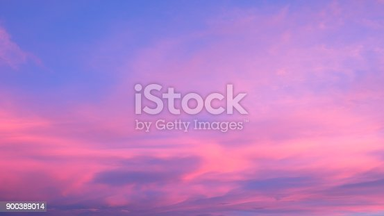 istock Abstract blurry pink and purple sky 900389014